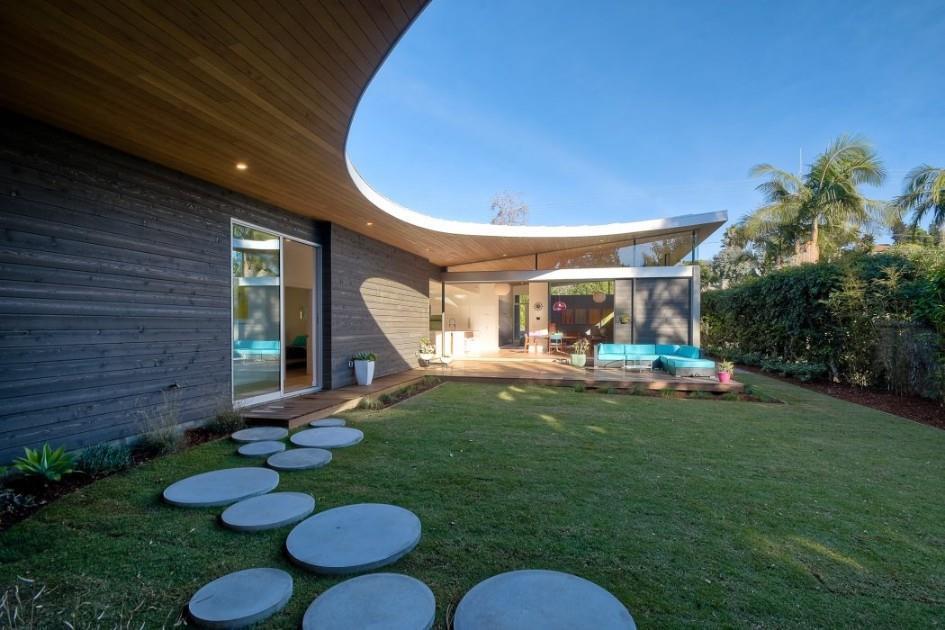 קליפורניה החולמת: גג מתעקל, עץ טבעי ואווירת חופש