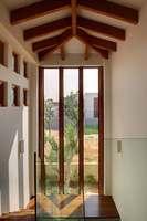 חלונות וקירות מסך מעץ מלא תכנון אדריכלי: אביב אברמוב, צילום: אריה המר, ביצוע:
