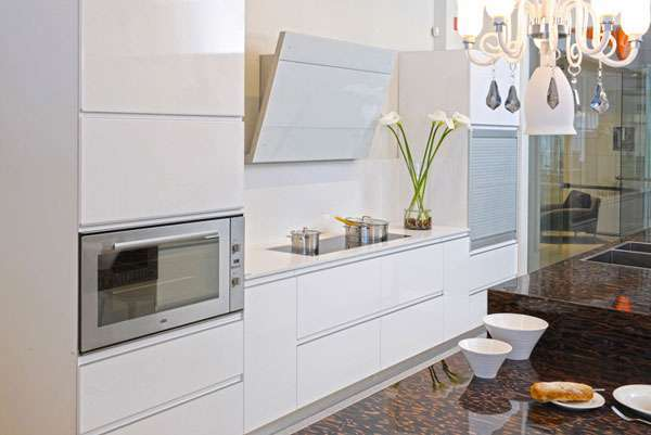 דלתות פולימר מדגם סמדר ובצבע לבן מבריק P01